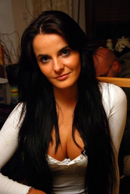 Nikola, nová múza sexuálního loudila Martina.