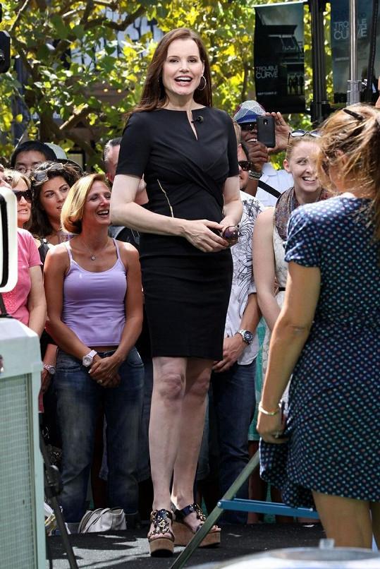 Geena Davis vypadá skvěle.