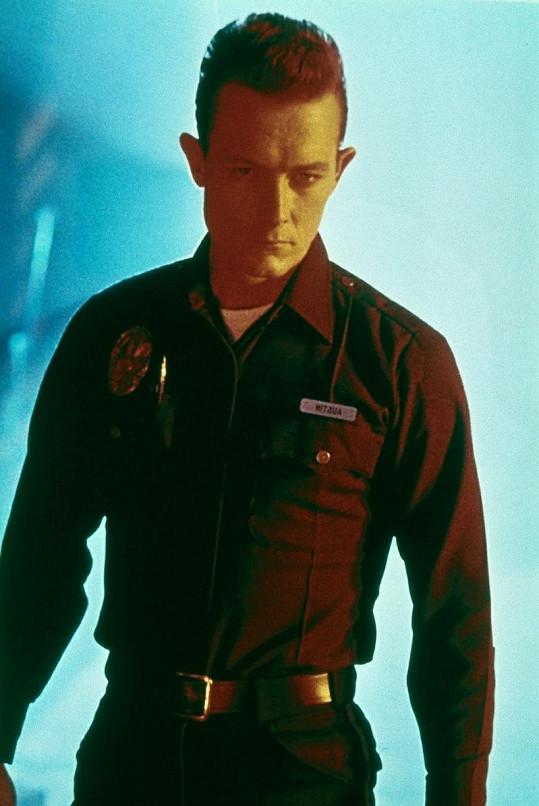 Robert v roli Terminátora T-1000.