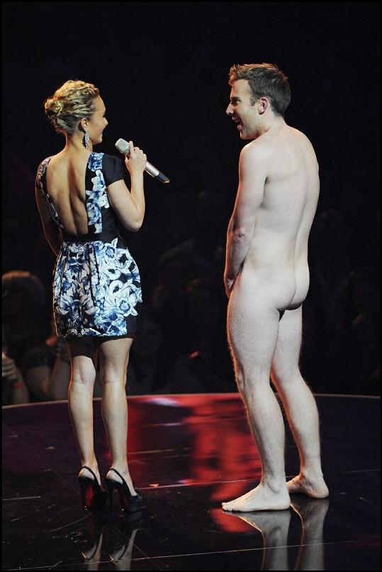 Hayden Panettiere překvapil nahý herec David Monahan.