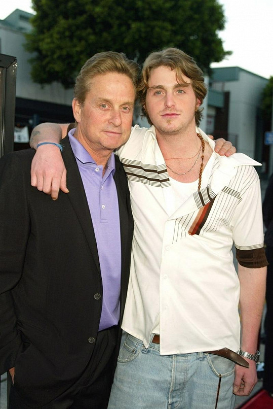 Michael Douglas se synem Cameronem.