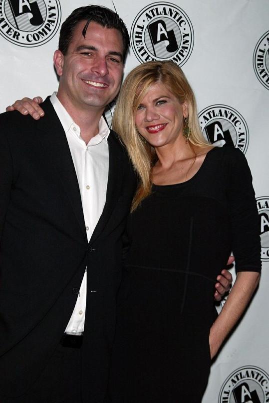Scarlettin nový přítel Nate Naylor na archivním snímku s herečkou Kristen Johnston.