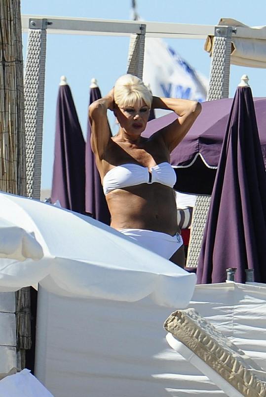 Ivana Trump si užívá jihofrancouzské slunce.