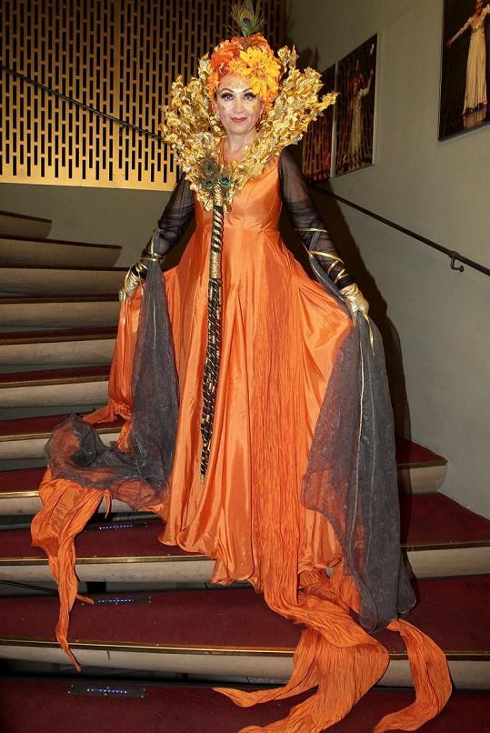 Bára v kostýmu královny přírodních sil.