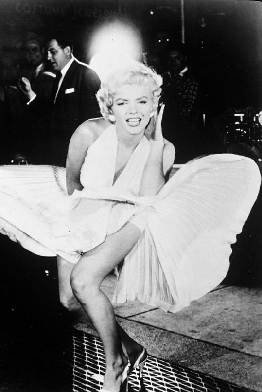 A tohle už je slavný originál: Marilyn Monroe.