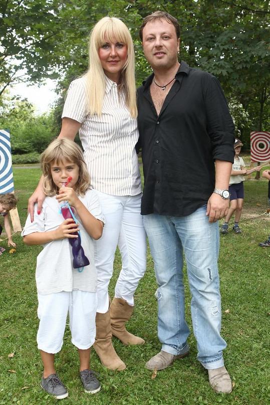 Vendula Svobodová s manželem Patrikem Aušem a synem Jakubem