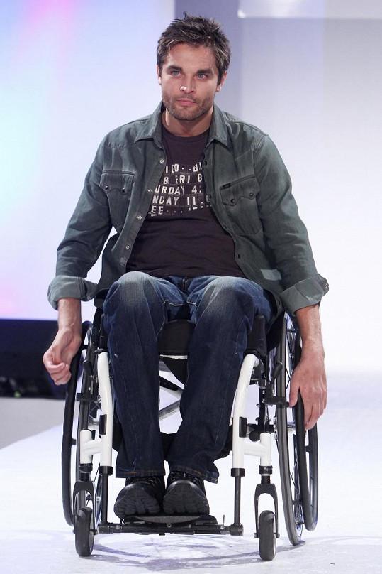 Martin Zach pomáhá vozíčkářům.
