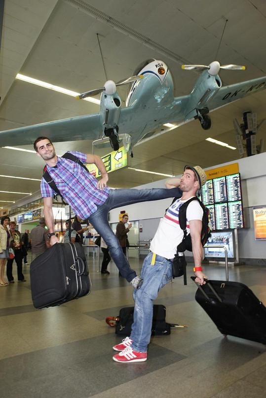 Dae Men předvedli na letišti show na rozloučenou