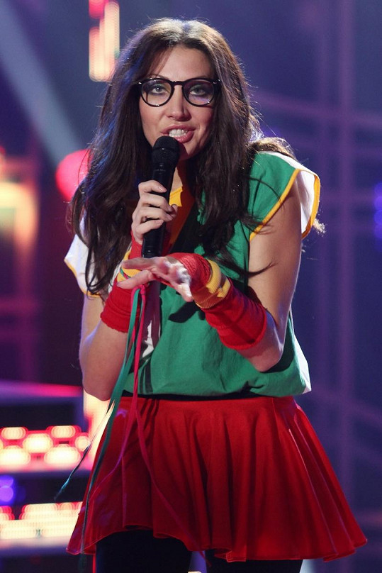 Olga Lounová zpívala píseň z Diskopříběhu.