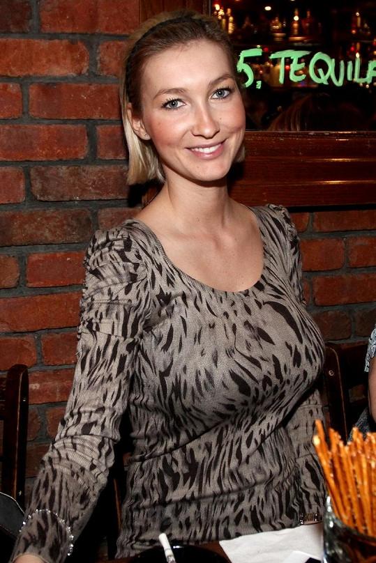 Dominika Mesarošová nosí zvětšovací podprsenku.