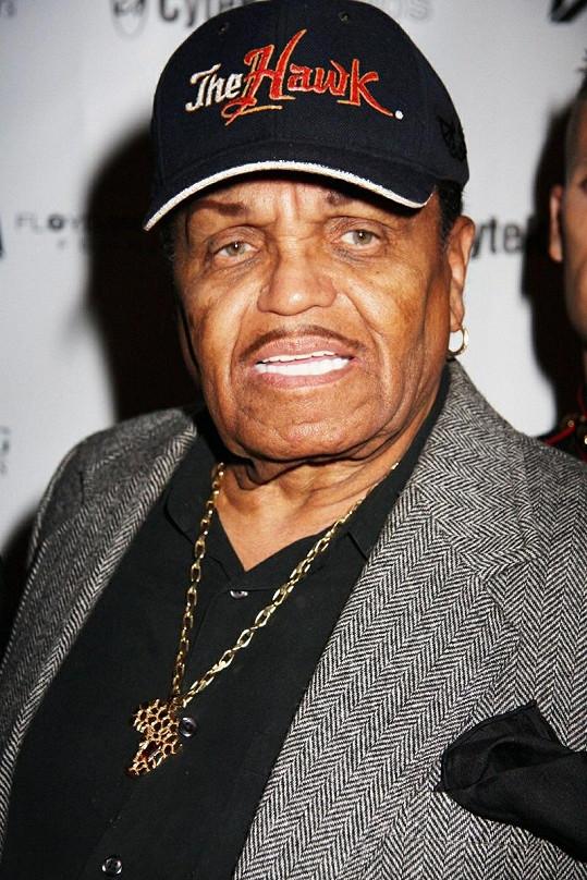 Otec slavných sourozenců Jacksonových prodělal mrtvici.