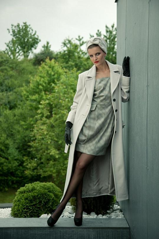 V nové kolekci Rajské najdete spoustu krémových kabátků kombinovaných často s šedou barvou.