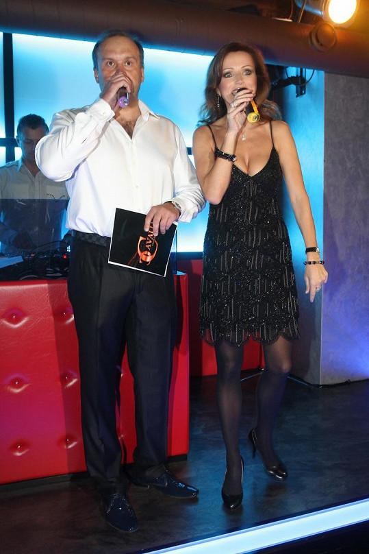 Marek moderoval s Kateřinou Brožovou otevření nového klubu na Vinohradské ulici v Praze.