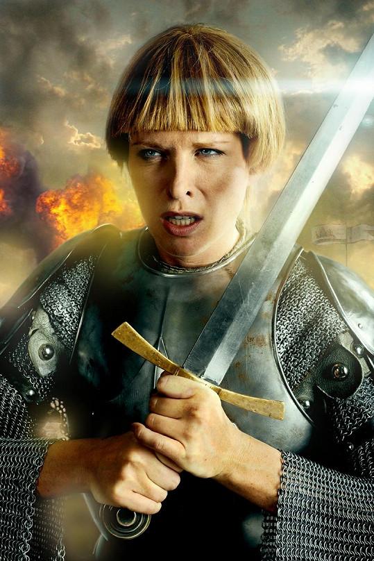 Diana se nechala zvěčnit pro kalendář nadačního fondu Kapka naděje jako Johanka z Arku.