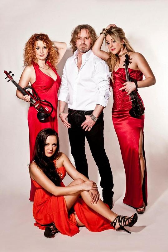 Pepa Vojtek s kapelou Inflagranti pojede na vánoční turné.