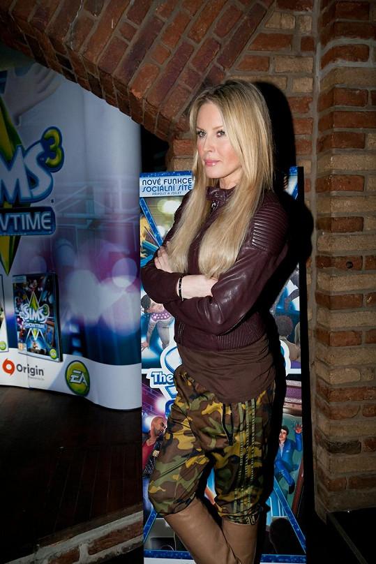Simona Krainová zvolila sportovní outfit.