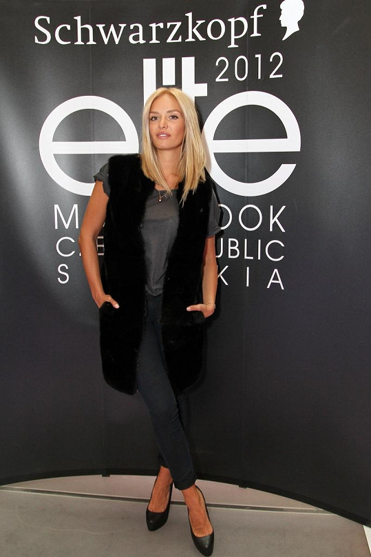 Taťána Kuchařová si na casting oblékla nádhernou norkovou vestu od návrhářky Ivany Mentlové.