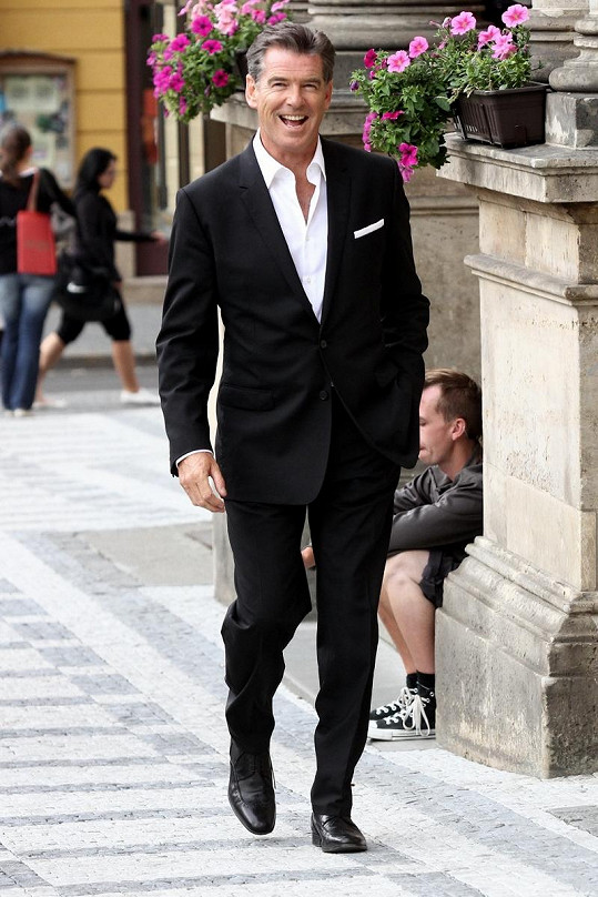 Pierce Brosnan se od dob Jamese Bonda skoro vůbec nezměnil.