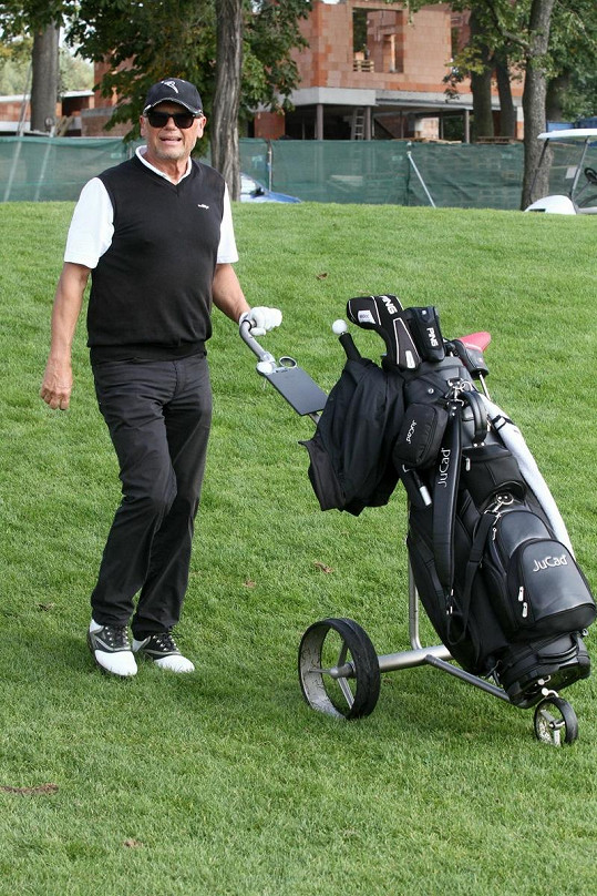 Jiří Korn na golfu.