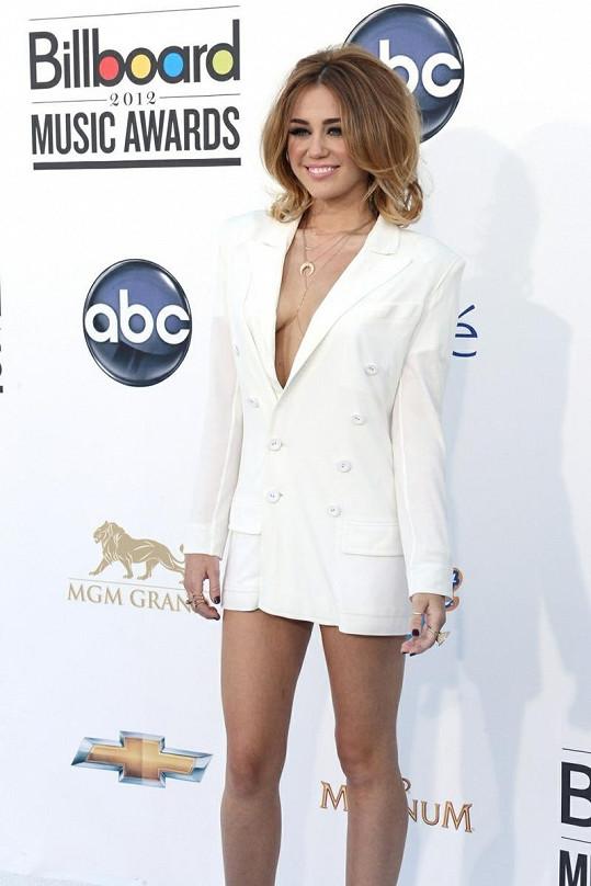 Kratší model už by Miley vybírala těžko.
