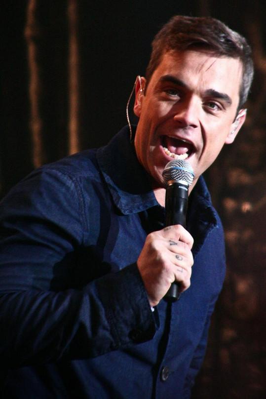 Robbie Williams v plné síle.