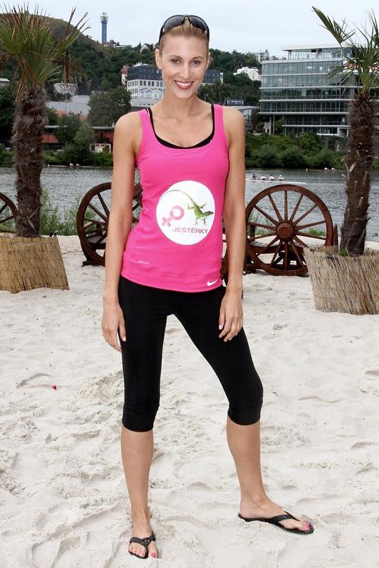 Kateřina Průšová na beach volejbalu.