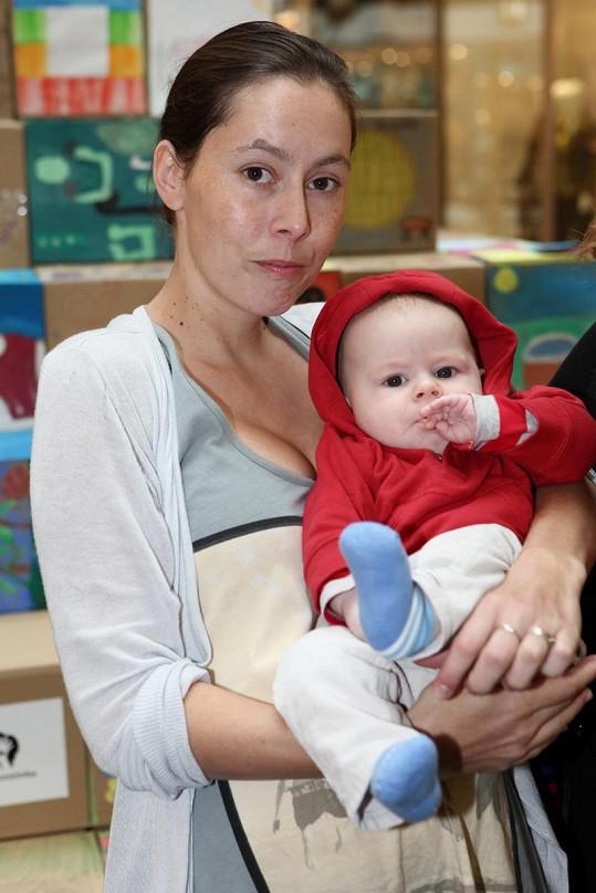 Dcera Haliny Pawlovské Natálie se synem Hugem.