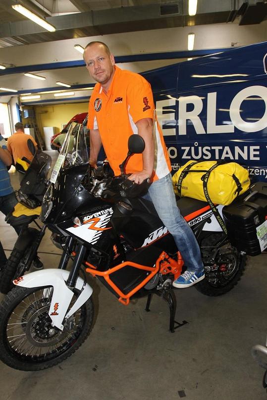 Motorkářský trip Cestou necestou zakončí Liška a Blažek 9. září.
