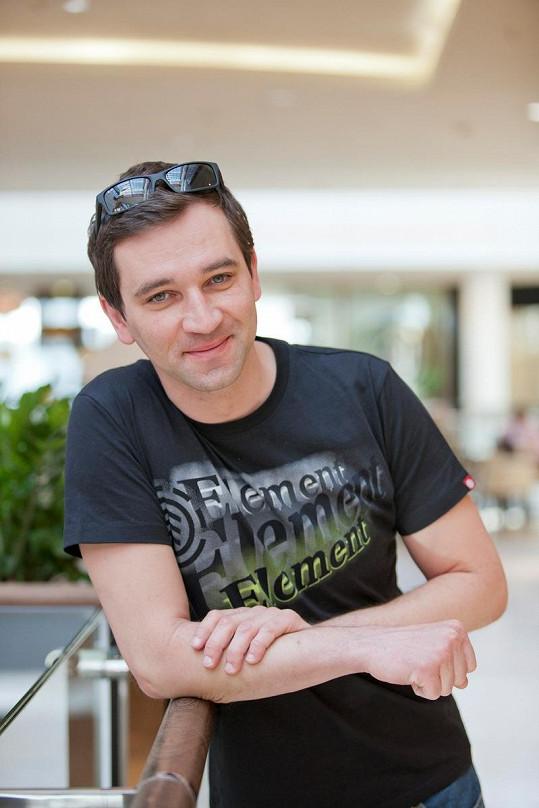 Ondřej Sokol během natáčení nového seriálu Obchoďák.