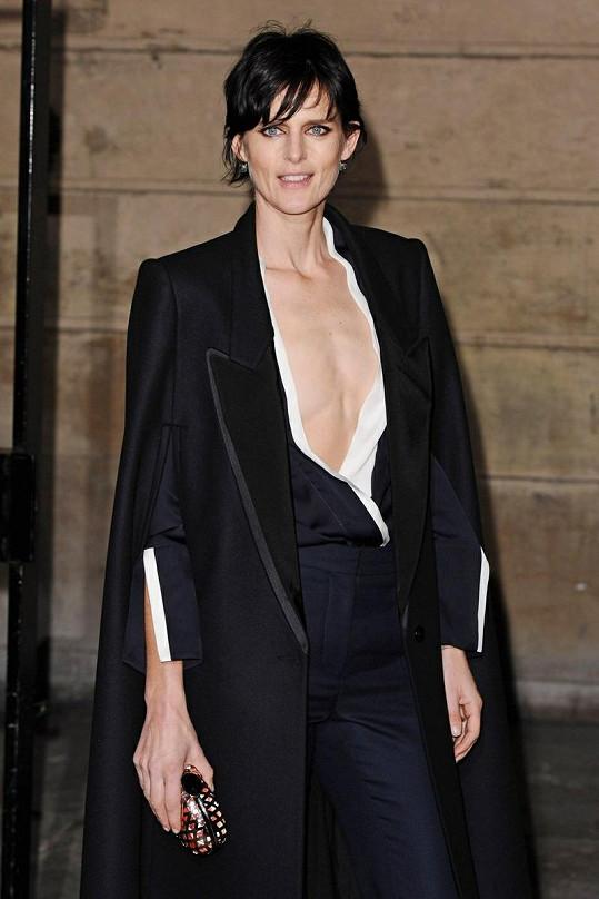 Stella Tennant na přehlídce Stelly McCartney překvapila výběrem oblečení.