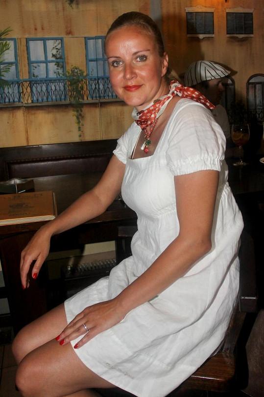 Vendula Svobodová a její řetízek s třešničkami.