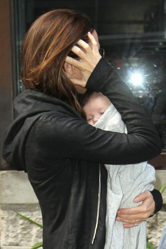Malinká Harper s maminkou Victorií.
