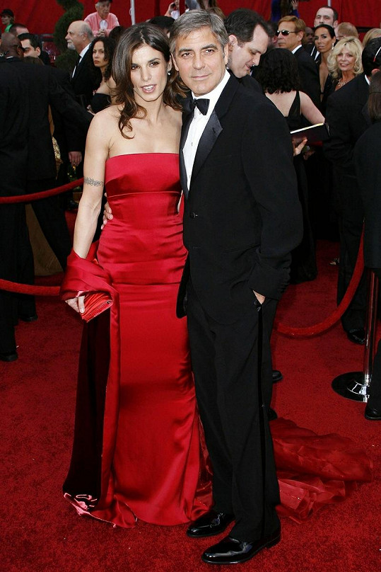 Georgi Clooneymu a Elisabettě Canalis to spolu moc slušelo.