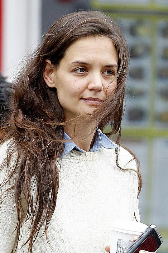 Katie Holmes vypadá starší, než ve skutečnosti je.
