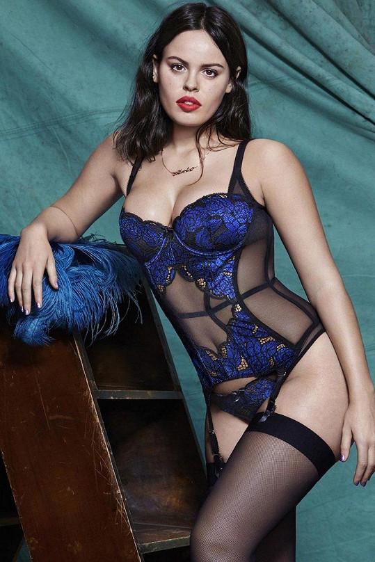 Tato žensky tvarovaná modelka zaujala i Penélope Cruz.