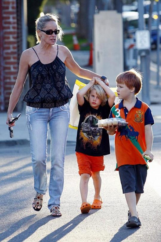 Sharon se svými chlapci.