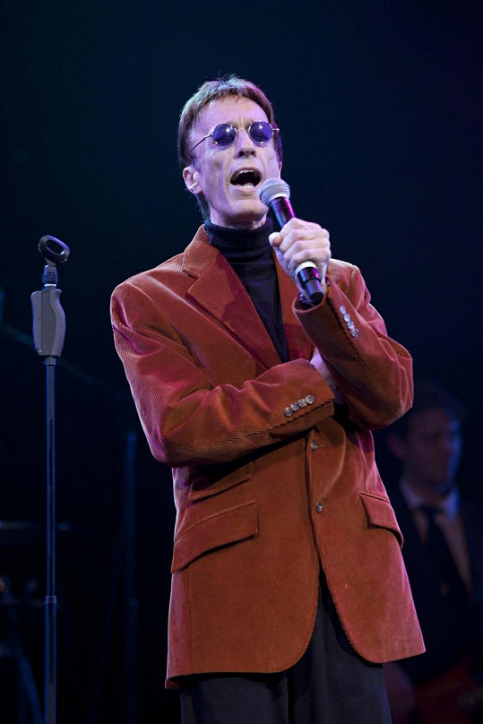 Člen bývalé skupiny Bee Gees Robin Gibb na únorovém koncertě.