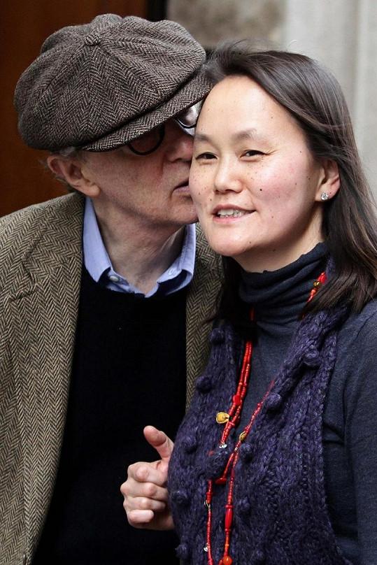 Woody Allen svou mladší ženu stále miluje.