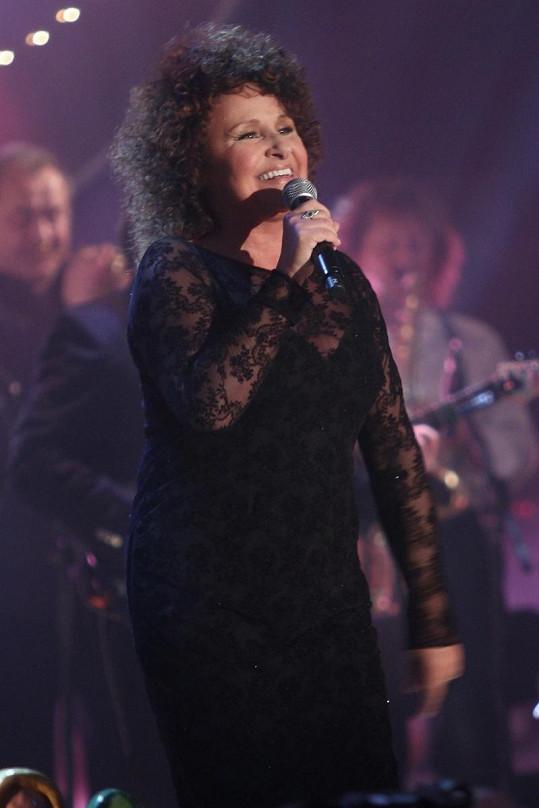Také Jitka Zelenková o sebe skvěle dbá a pořád jí to úžasně zpívá.