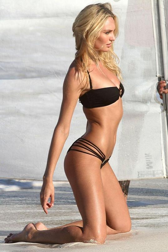 Jihoafrická kráska předvedla novou kolekci plavek Victoria's Secret.