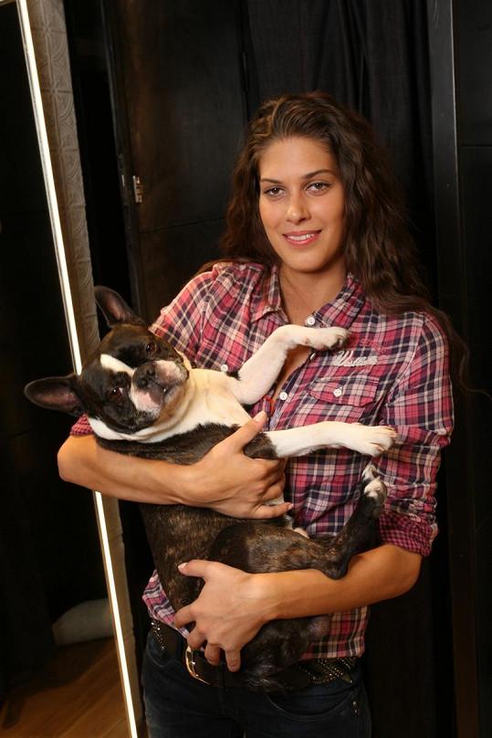 Aneta hlídala psa svého exmilence Krause.