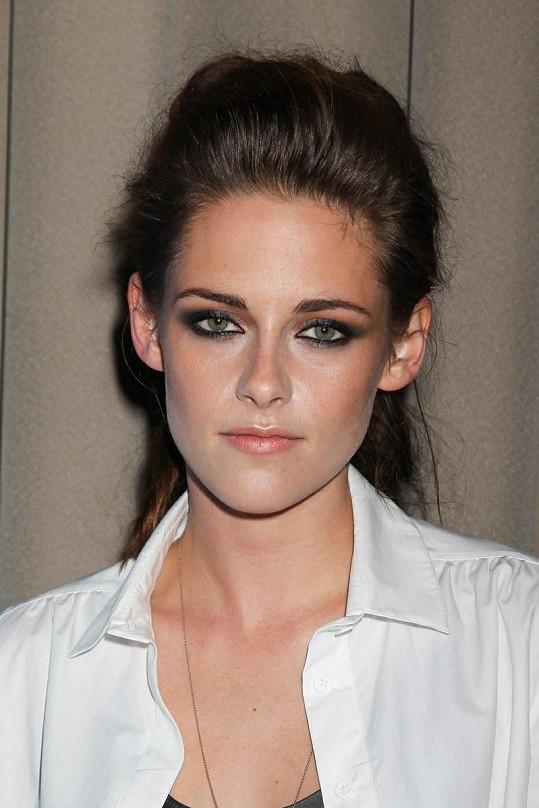 Herečka zvolila více make-upu, než jsme u ní zvyklí. Prospělo jí to.