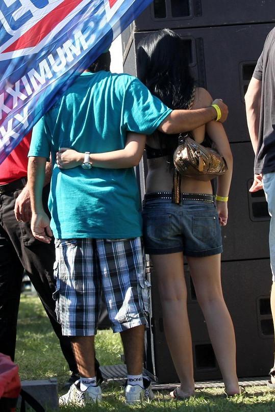 Radek Banga se se svojí láskou neustále objímali.