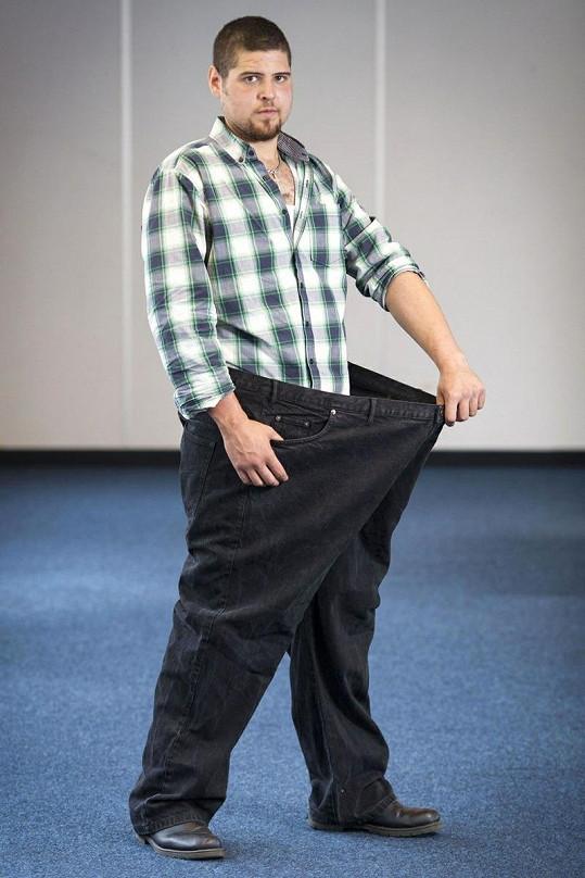 Martin Jones v kalhotách, které nosil před třemi lety.