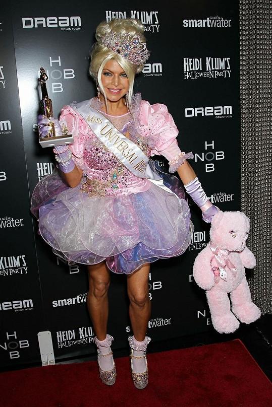 Fergie převlečená za Barbie.