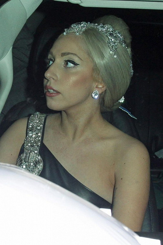 Gaga míří na předávání ceny Trevor Hero Award.