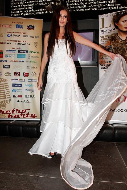 Hana Svobodová předváděla svatební šaty.