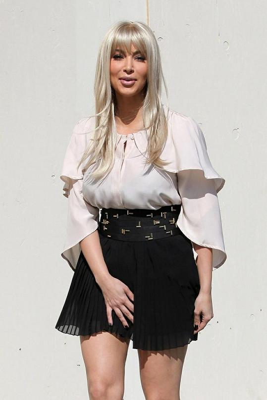 Kim jako blondýnka, jak se vám líbí?