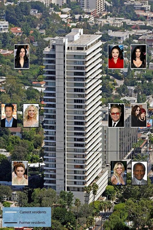 Jen některé z celebrit, které si koupily byt v této luxusní budově Sierra Towers v Hollywoodu.