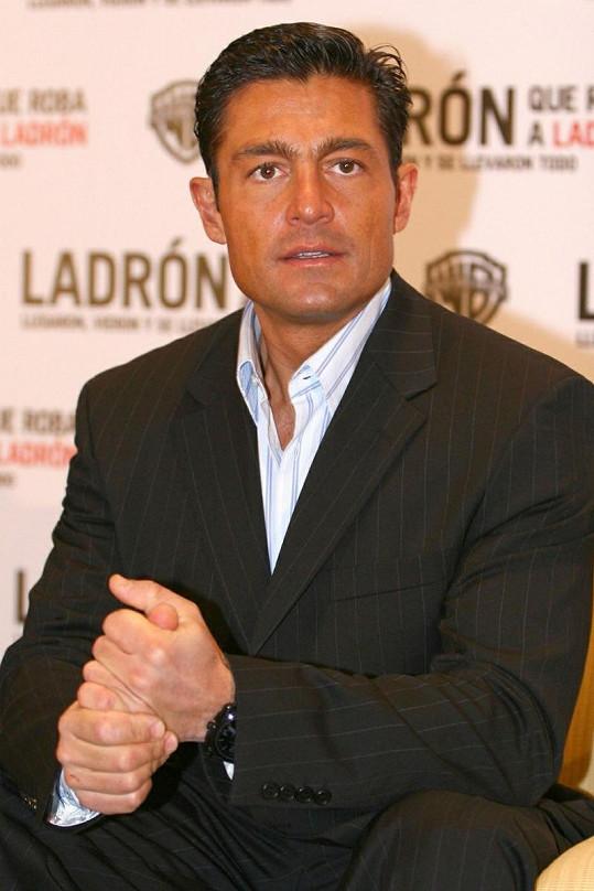 Fernando Colunga je charizmatický muž.